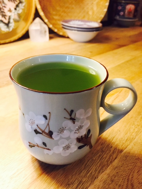 In Japan, matcha tea is served in a bowl, just as in France café au lait is also served in a bowl.  Here I drink my matcha tea out of a pretty cup.